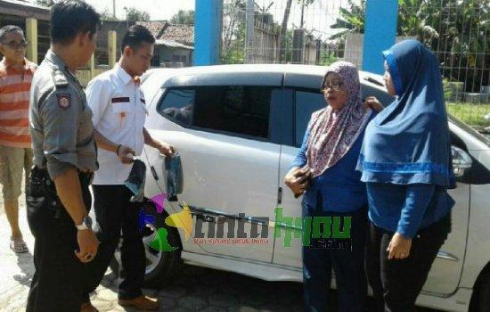 Diparkir di Masjid, Mobil Warga Panglejar Dibobol Penjahat